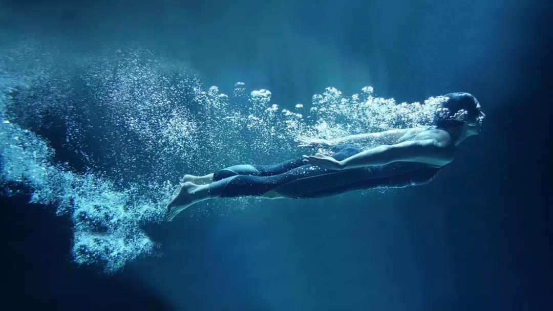 表情丨以一个咸鱼的姿势躺一天 今日动图:潜水